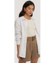 na-kd classic linen blend belted shorts - beige
