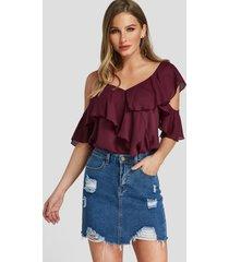 blusa de moda con hombros descubiertos en gradas burdeos diseño