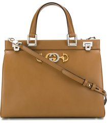 gucci structured logo plaque tote bag - brown