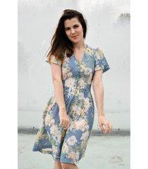 sukienka w kwiaty błękitna