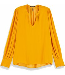 152497 1225 v-neck top with ruffle details