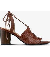 sandaletter carol i flätat skinn
