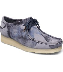 wallabee båtskor skor blå clarks originals