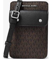 mk borsa a tracolla con logo per smartphone - marrone/nero (marrone) - michael kors