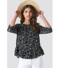 na-kd boho frill flower printed blouse - black