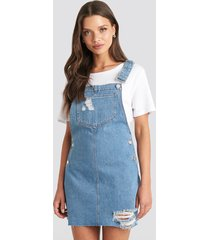 julia wieniawa x na-kd raw hem mini dungaree - blue