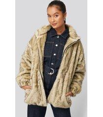 na-kd trend drawstring faux fur jacket - beige