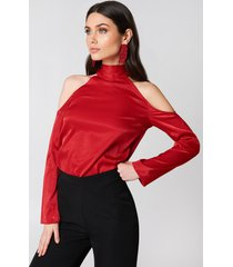 hannalicious x na-kd high neck cold shoulder blouse - red