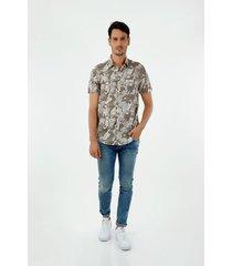camisa de hombre, silueta confort con cuello francés, manga corta, con estampado de tucanes