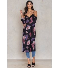 tranloev cold shoulder midi slip dress - multicolor