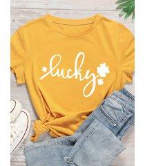 camiseta amarilla de manga corta con letras cuello de talla grande