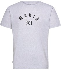 brand t-shirt t-shirts short-sleeved grå makia