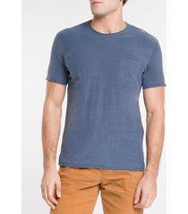 camiseta masculina bolso no peito azul escuro calvin klein jeans - pp