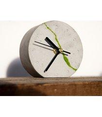 okrągły zegar stołowy- jasny