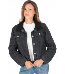 chaqueta de jean negra con cuello ovejero y botones plateados