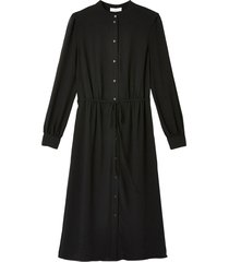 skjortklänning med rund halsringning och lång ärm