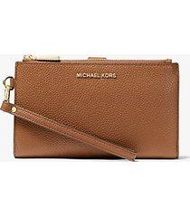 mk portafoglio per smartphone adele in pelle martellata - cuoio (marrone) - michael kors