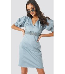 na-kd boho v-neck crochet detail dress - blue