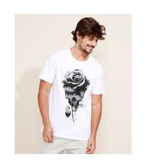 camiseta masculina caveira e flor manga curta gola careca branca