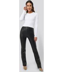 na-kd flared pu pants - black