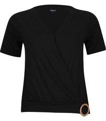 camiseta cruzada con detalle color negro, talla 6
