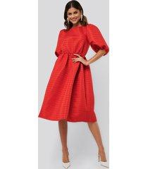 na-kd boho structured puff dress - red
