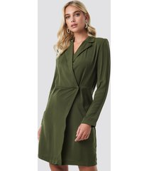 na-kd party collared wrap over midi dress - green
