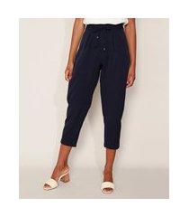 calça de crepe feminina carrot cintura alta alfaiatada com cordão e bolsos azul marinho