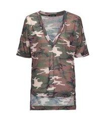 camiseta em malha decote v profundo camuflada estampa 2 - p