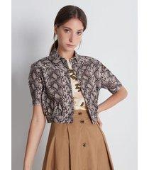 blusa camisera cropped, estampado piel