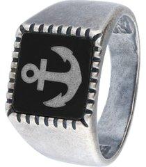 anello modello chevalier in acciaio con ancora su sfondo nero per uomo