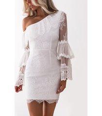 vestido de encaje de mangas de doble capa transparente con cremallera lateral de un hombro blanco