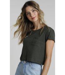 blusa feminina básica cropped com bolso manga curta decote redondo verde militar