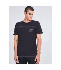 camiseta manga curta com costura contrastante