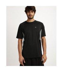 camiseta masculina running esporte ace recorte com tela respirável proteção uv 50+ manga curta e gola careca preta