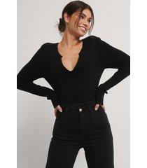 na-kd lätt ribbstickad tröja med v-ringning - black