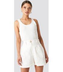 na-kd classic linen blend darted shorts - white