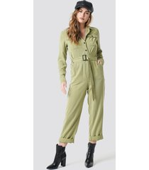 na-kd belted cargo jumpsuit - green