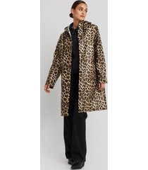 na-kd trend leo printed rain coat - brown,multicolor