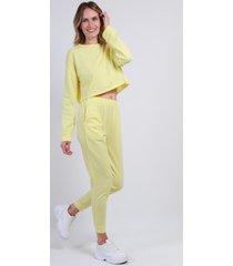 conjunto jogger crop amarillo night concept