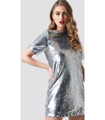 pamela x na-kd sequin tee dress - silver