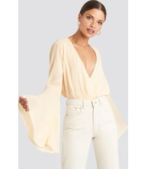 na-kd party trumpeth sleeve overlap body - beige