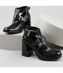 bota feminina oneself salto alto grosso bico quadrado texturizado croco com vazados preta