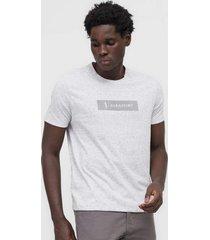 camiseta aleatory boton㪠cinza - cinza - masculino - algodã£o - dafiti