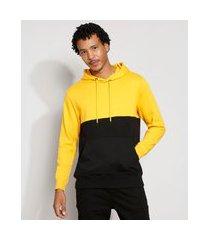 blusão de moletom bicolor com bolso canguru e capuz amarelo