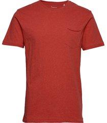 alder basic chest pocket tee - gots t-shirts short-sleeved röd knowledge cotton apparel