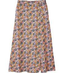 lång, utställd kjol med blommönster