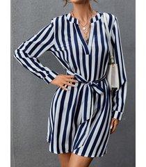 camicetta da donna a maniche lunghe con scollo a v e stampa a righe con cintura