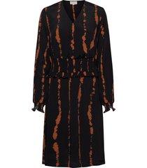 vally dress knälång klänning svart minus