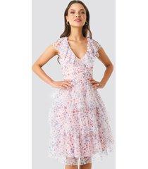 na-kd ruffle floral midi dress - pink